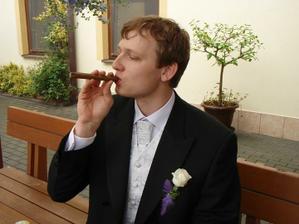 ženich si užívá svatbu :-)