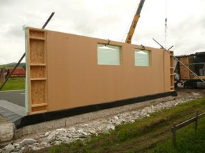 Prvu stenu už máme :)