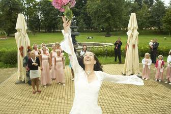 házení svatební kytice (náhradní :-)