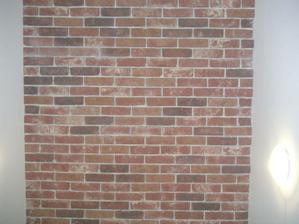 obložená a zaspárovaná stěna schodiště