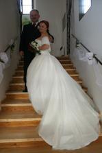 na schodech na zámku v Lobči
