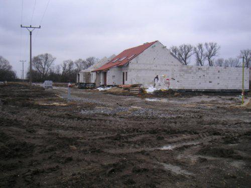 Začínáme....:-) - Takhle to vypadalo 1.3.09...jak na východní frontě...metr bahna a ruština:-)