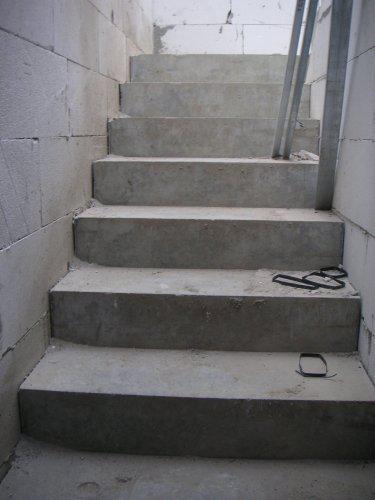 Začínáme....:-) - ...schodiště....:-)