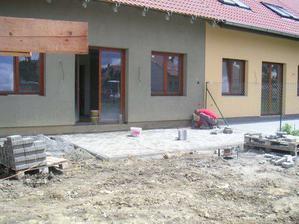 tady se již pracuje na terase :-)