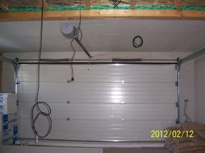 konečně vrata a polovina stopu v garáži hotová - fermacell 12,5mm