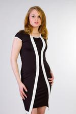 V sobotu konečně koupeny šaty pro maminku-na fotce je modelka.Mimince sluší víc :)