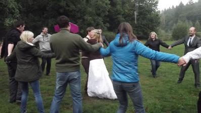 Novomanželský tanec, mezi kapkami deště :)