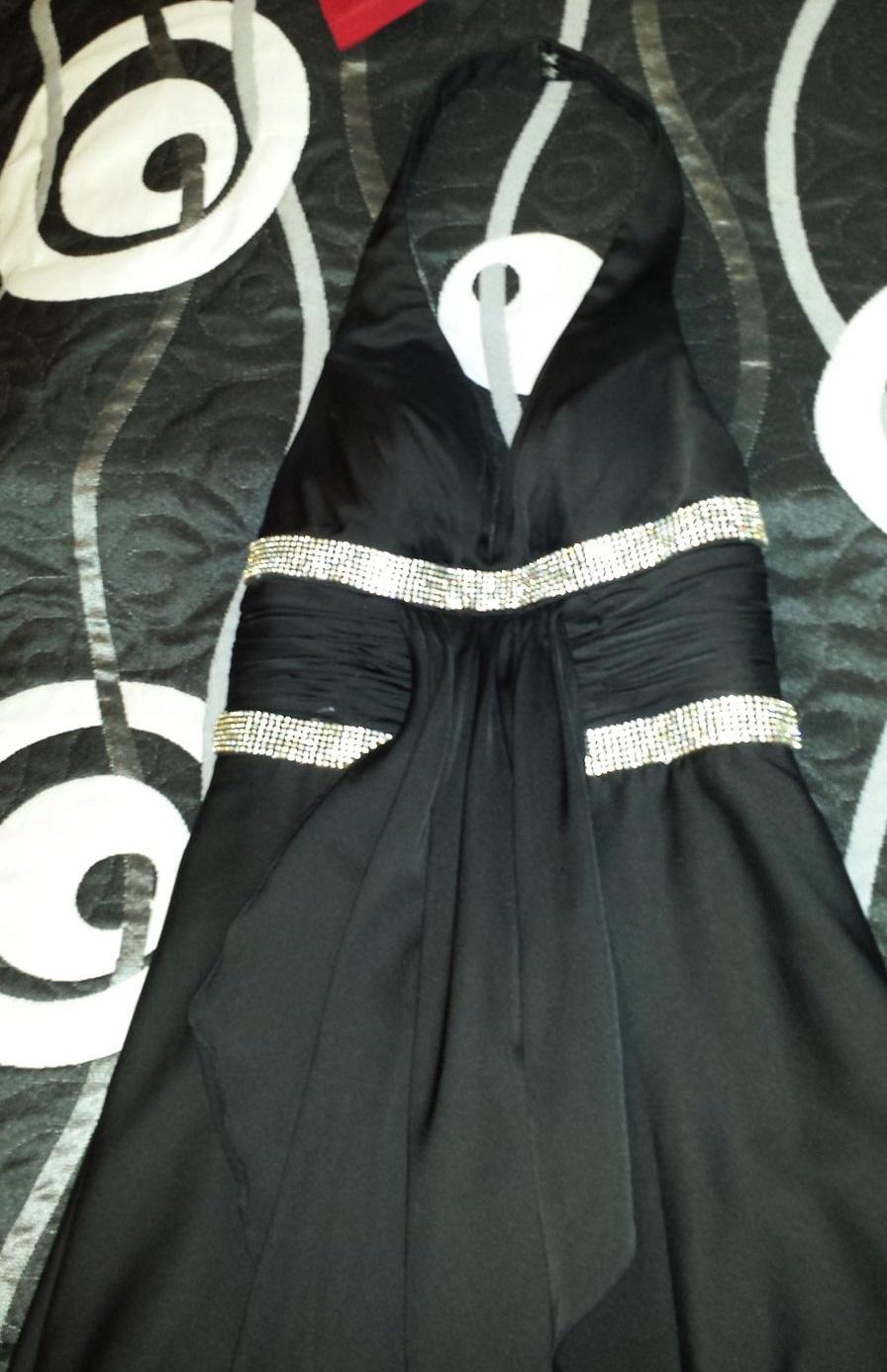 Čierne dlhé spoločenské šaty - Obrázok č. 1