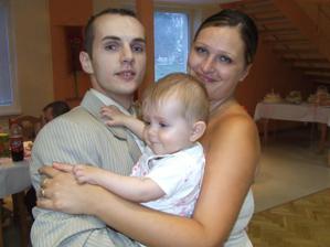 krsniatko Sendy a jej rodičia:brat Stano so svojou polovičkou Jankou