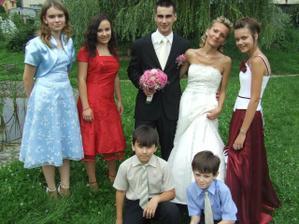 s Maťkovou sestričkou a jeho sesternicami a bratrancami