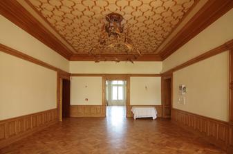 interier zámku v Dobřenicích