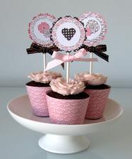 taketo krasne minikoláčiky robí jedna česká cukrárka. tie by boli nádherné ako darčeky pre hostí alebo na sladký stolík, ktorý plánujeme mať.musim este zohnat na slovensku niekoho, kto take robi..