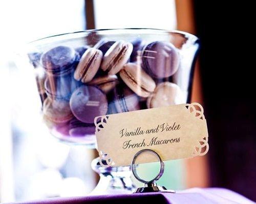 Skvelé nápady - naaadherne a vynikajuuuce makronky do candy baru urcite patria..