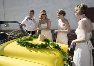 Ranni pripravy - holky pilne pomahaly s pripravou auta
