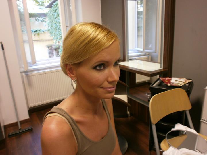 Co už máme aneb pohádková svatba pomalu začíná :) - Ještě doladit barvu vlasů, zregenerovat je a bude to ok :)