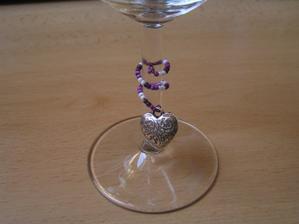 První přívěšek na skleničku...:-)