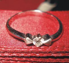 """Tenhle krásný prstýnek vyvolal slzičky štěstí a moje první významné """"ANO"""" ;)"""