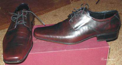 Luboškovy botky - na fotce to tak není vidět, ale jsou úplně temně vínové, skoro až černé