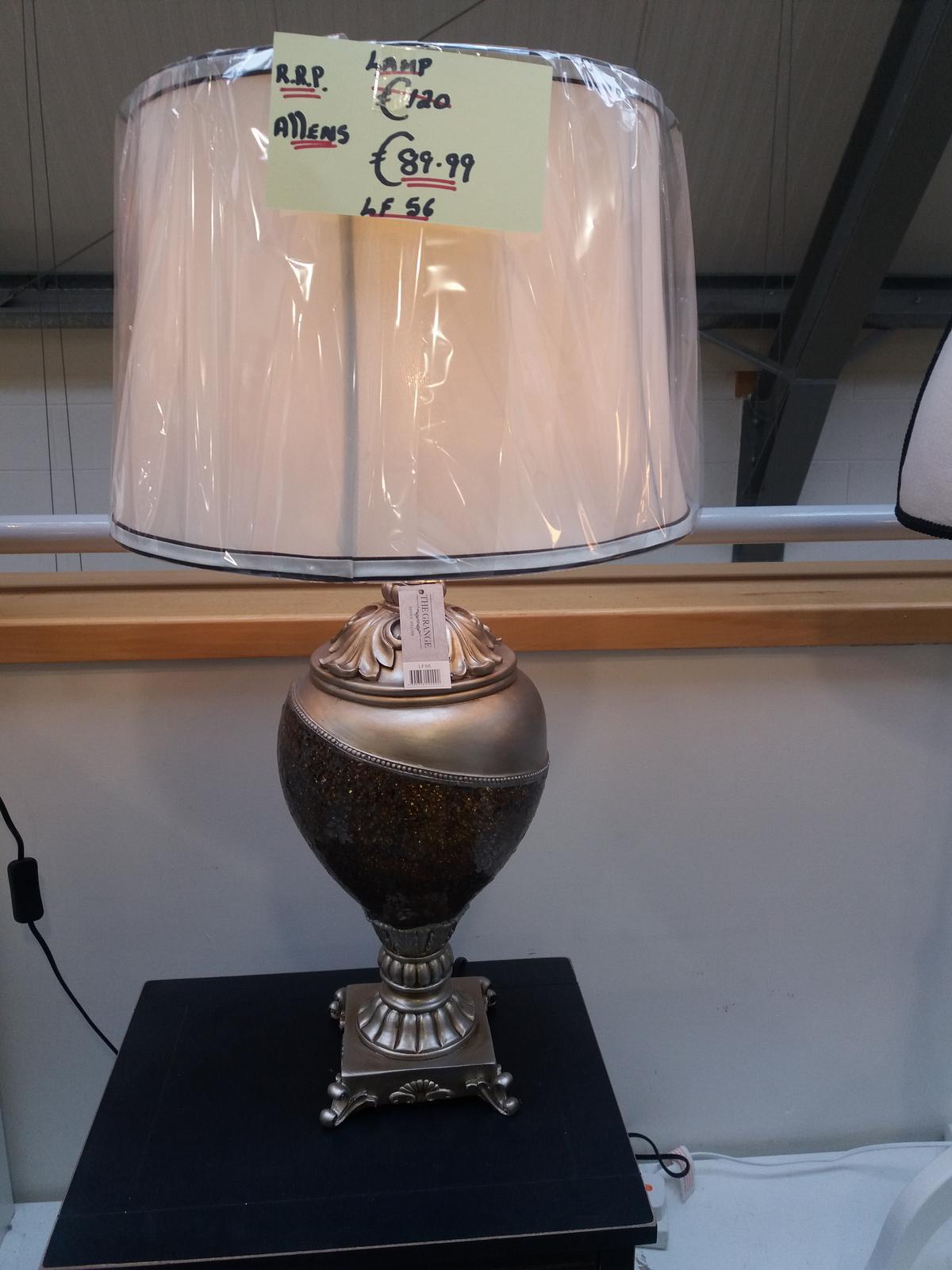 Prosim vas ktora z tychto lamp sa hodi na komdu na prvom obrazku..nebude to vyzerat ako u babicky doma😂dakujem za kazdu radu,nerad by som aby mi ju zena otrepala o hlavu ked jej ju dam k narodkam...) - Obrázok č. 3