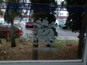 nasa vyzdoba vianocna na oknach