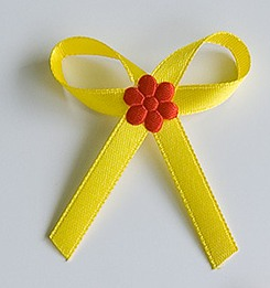 Žluté svatební vývazky s červenou kytkou - Obrázek č. 1