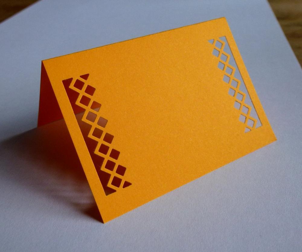 Oranžové kostkaté jmenovky na svatební stůl - Obrázek č. 1