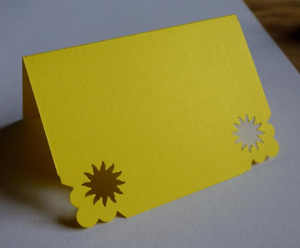 Žluté jmenovky se sluníčkem - Obrázek č. 1