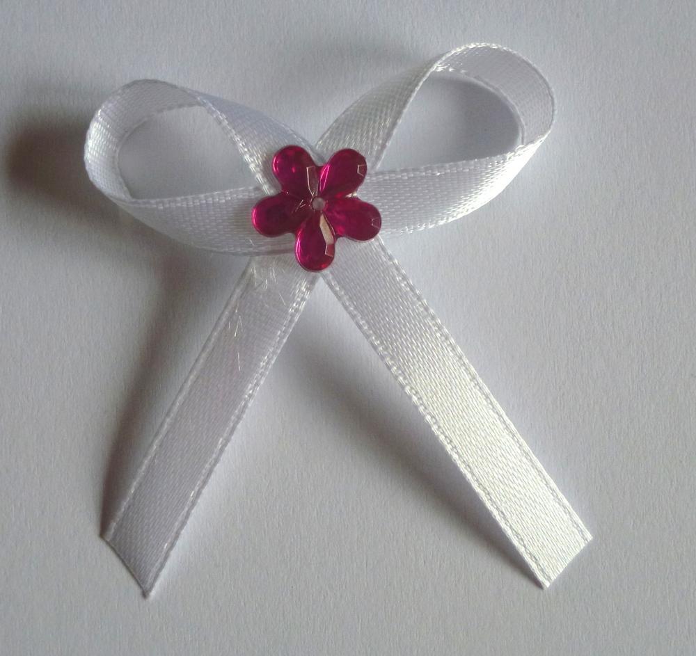Bílé svatební vývazky s fuchsiovou kytkou - Obrázek č. 1