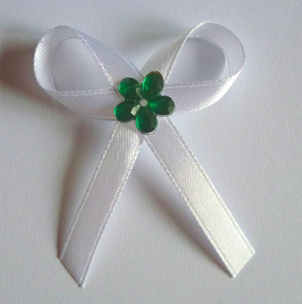 Bílé svatební vývazky se zelenou kytkou - Obrázek č. 1