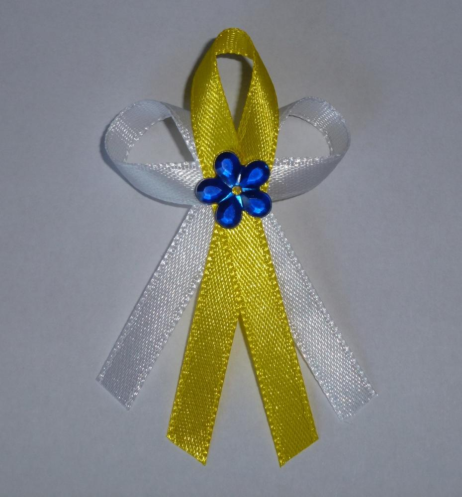 Žlutý vývazek s modrou kytkou - Obrázek č. 1