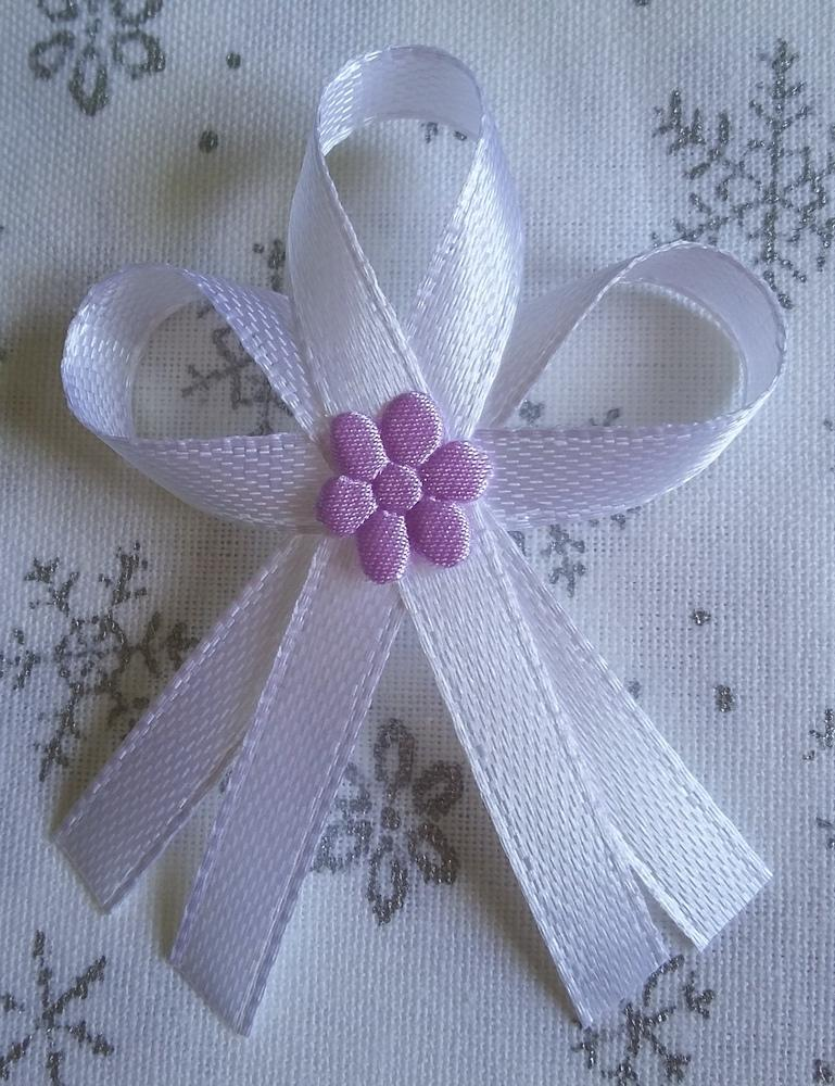 Bílé vývazky s fialovou kytkou - Obrázek č. 1