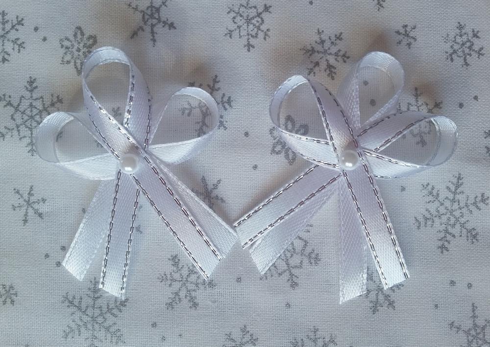 Bílo stříbrné svatební vývazky s perličkou - Obrázek č. 1