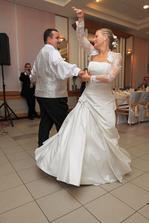 náš úžasný prvý tanec