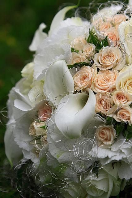 ...detaily svadby snov... - kytica ... bola krásna