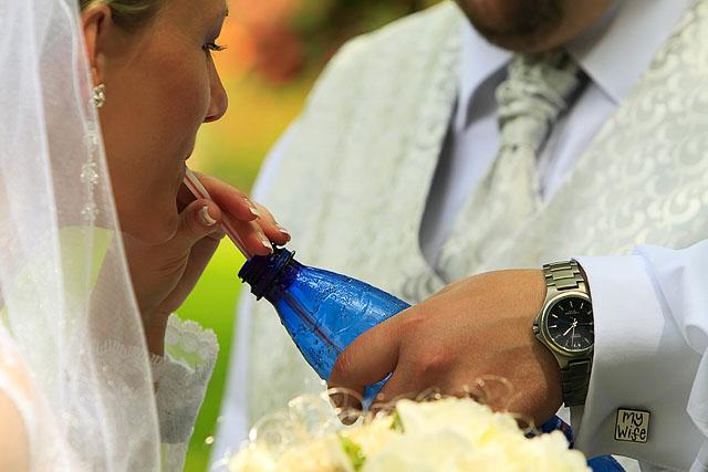 ...detaily svadby snov... - pauzička medzi fotením