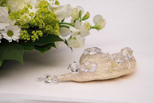 ...detaily svadby snov... - srdiečko ako vankúšik na obrúčky