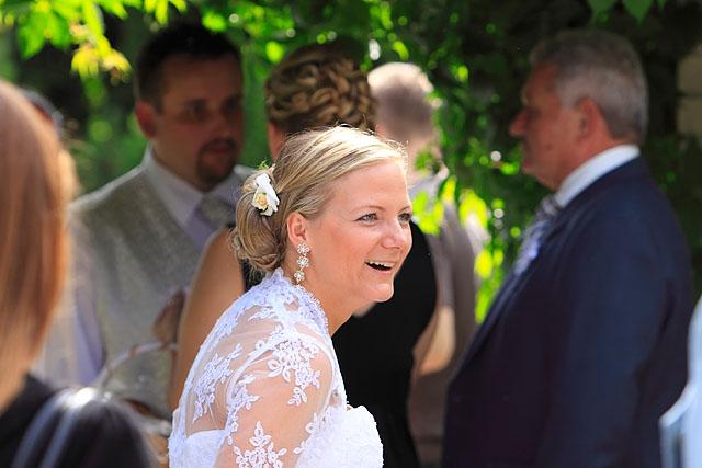 ...detaily svadby snov... - momentka ... vysmiata nevesta