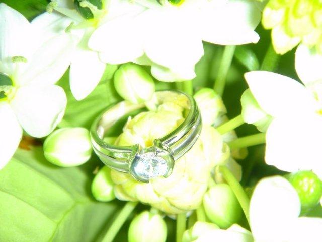 Zásnuby - zásnubný prsteň a kytica 2