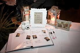 Prípravy <3 - polaroid a kniha hostí :) krásna a veselá pamiatka bude :)