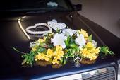 Kytice  z lilií na auto,