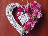 Prútené srdce na dvere - cyklaménové, rúžové,