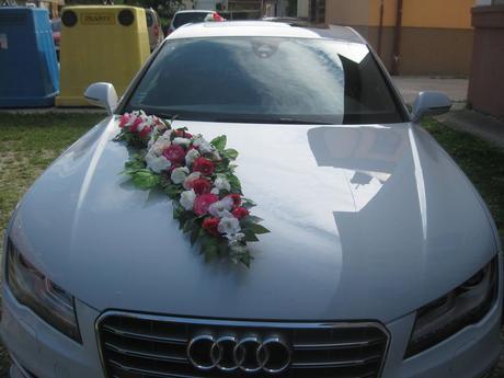 svadobná kytica na auto farba bielo červená - Obrázok č. 1