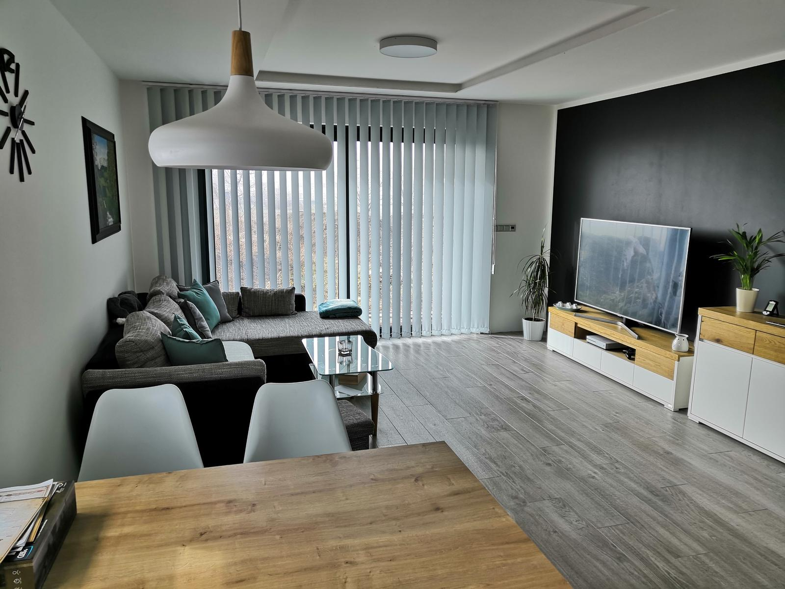 Skoro hotovo - obývací pokoj. s gaučem ještě musíme vydržet nějakou dobu :)