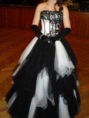 Společenské černobílé šaty, 36