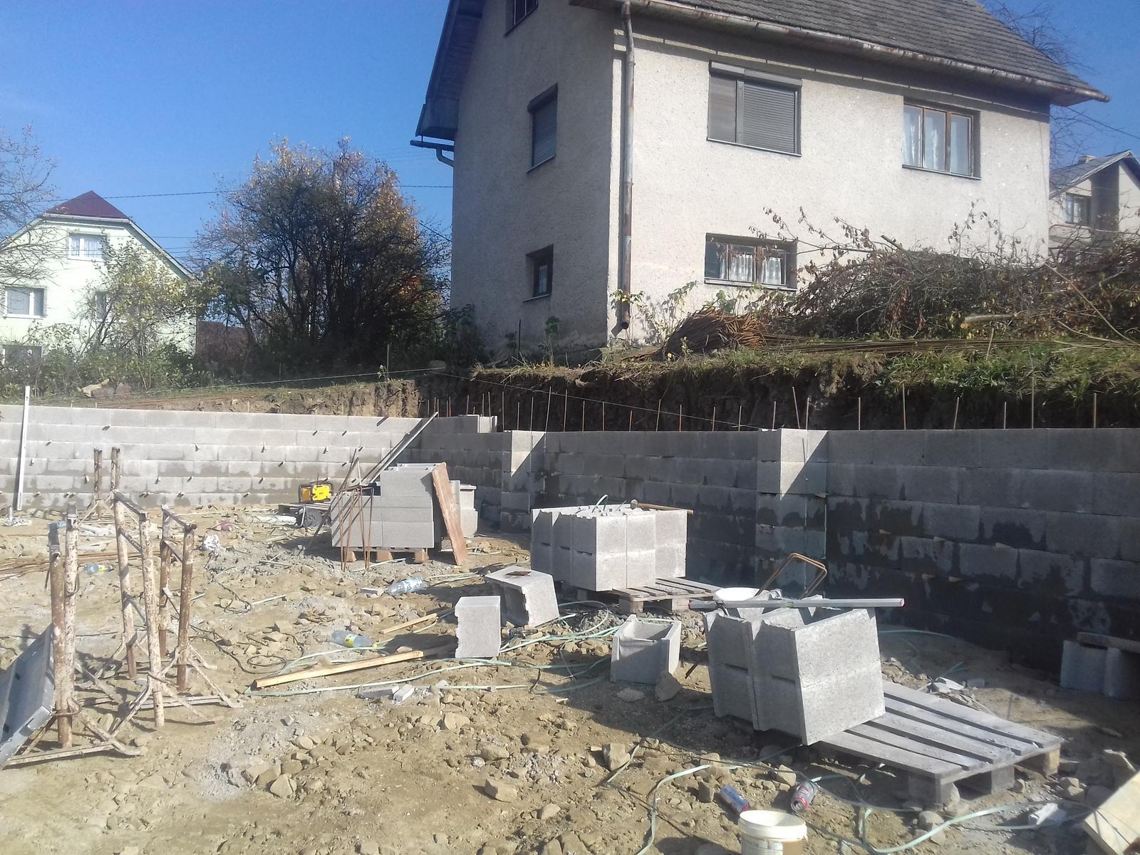 Najprv oporny mur a potom dom... - Obrázok č. 16