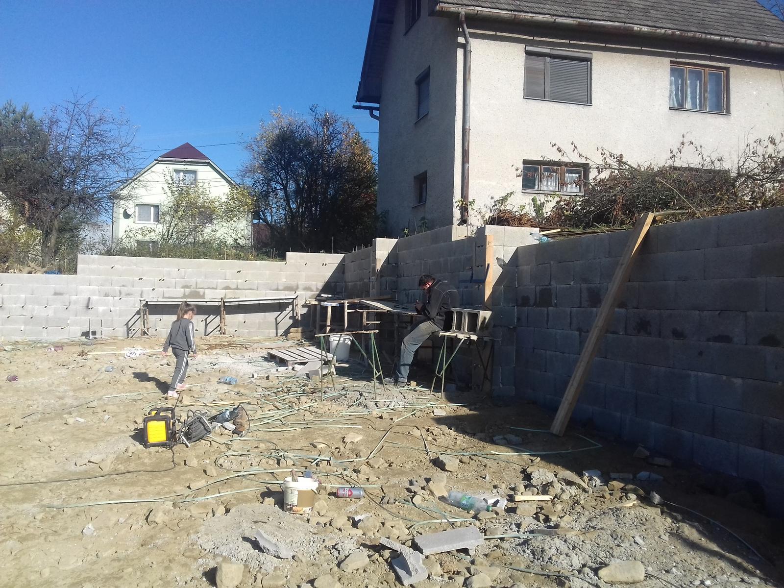 Najprv oporny mur a potom dom... - Obrázok č. 17