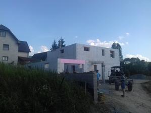 18.6.2018 zaliata druhá deka, vymurovaný komín