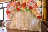 Fotostena z papierových kvetov a tapety s textúrou dreva, rozmer šírka 270 cm, výška 230 cm