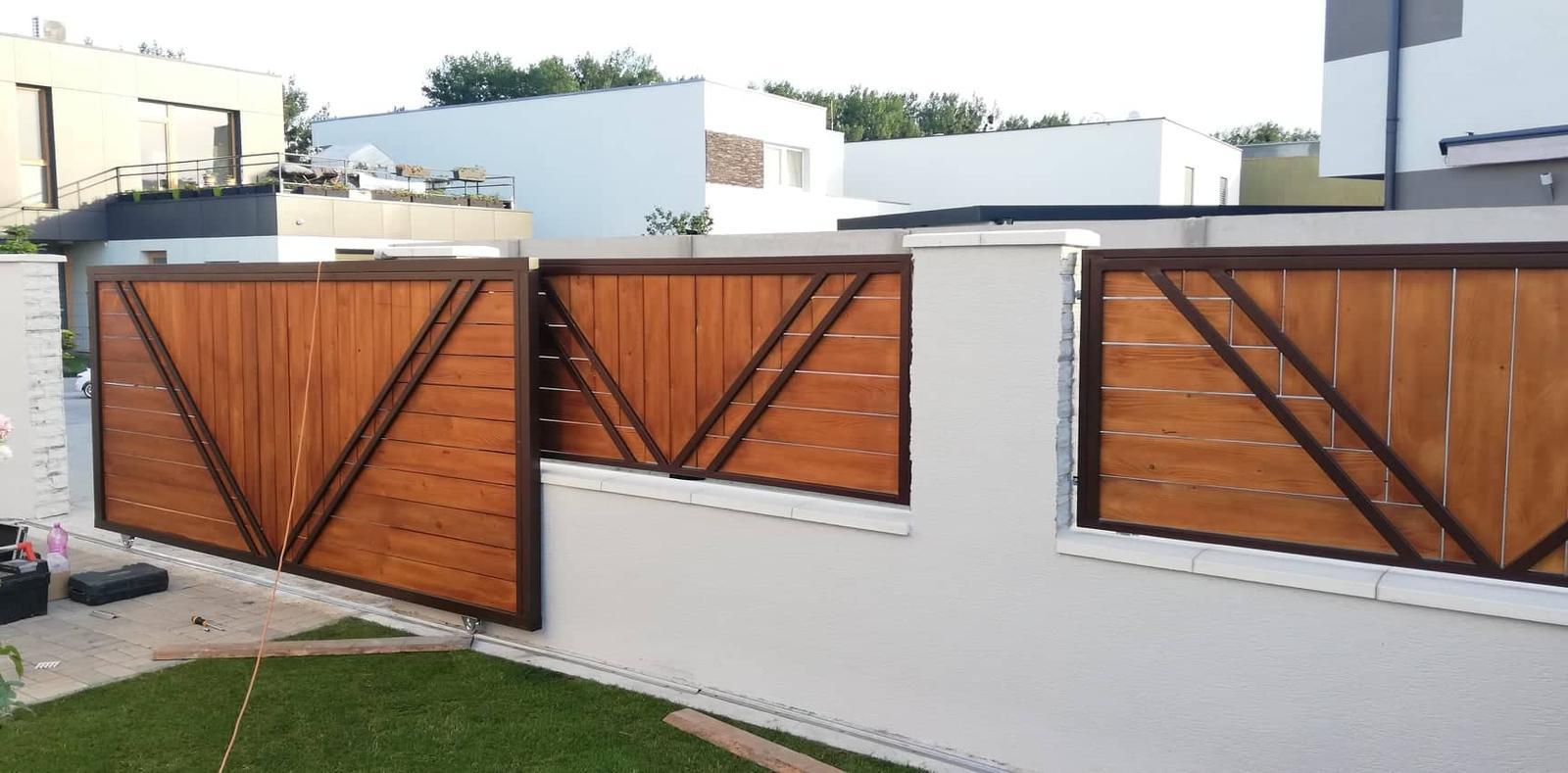 Posuvná brána + plotové výplne. Materiál smrek tzv parketový vzor - Obrázok č. 3