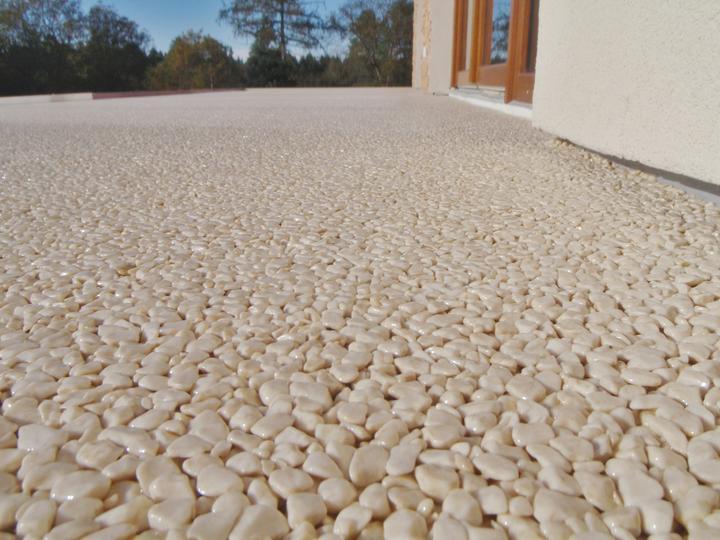 Kamienkový chodníček - CHS EPODUR STONE - široké možnosti designov a tvarov - Alebo biela môže byť vlastne smetanová...